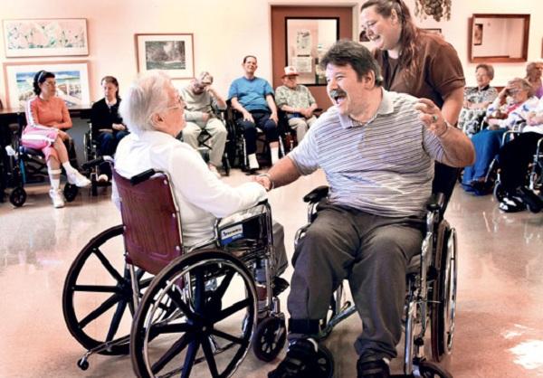 Дом престарелых в сша сиделка на дом для пожилого человека