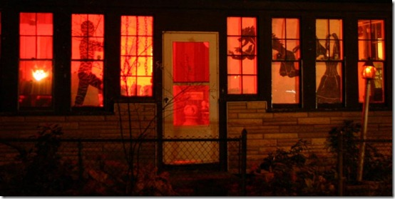 061101_0044c_House_decorated_for_Halloween_800w