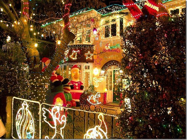 Amazing-Lighting-Yard-Christmas-Decorating-Ideas