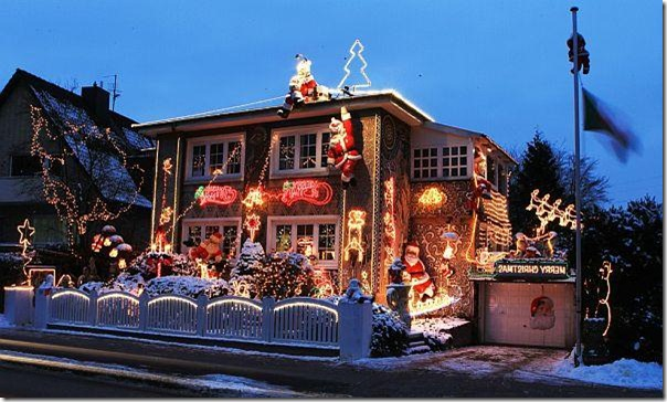 Outdoor-Light-and-Santa-Clause-Theme-Decorations